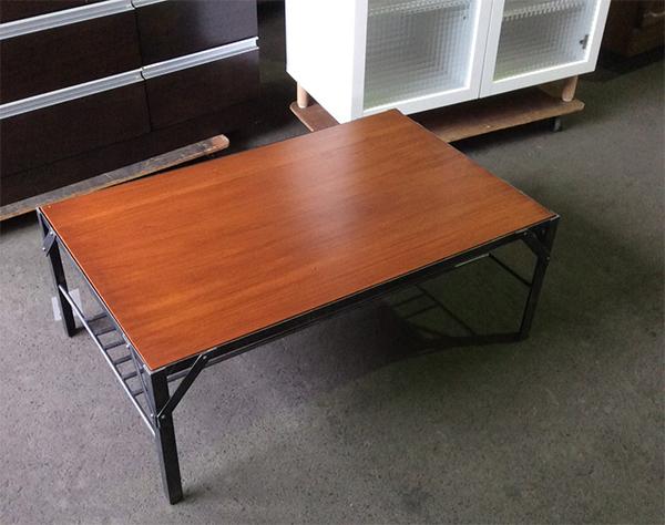 ウニコのテーブル